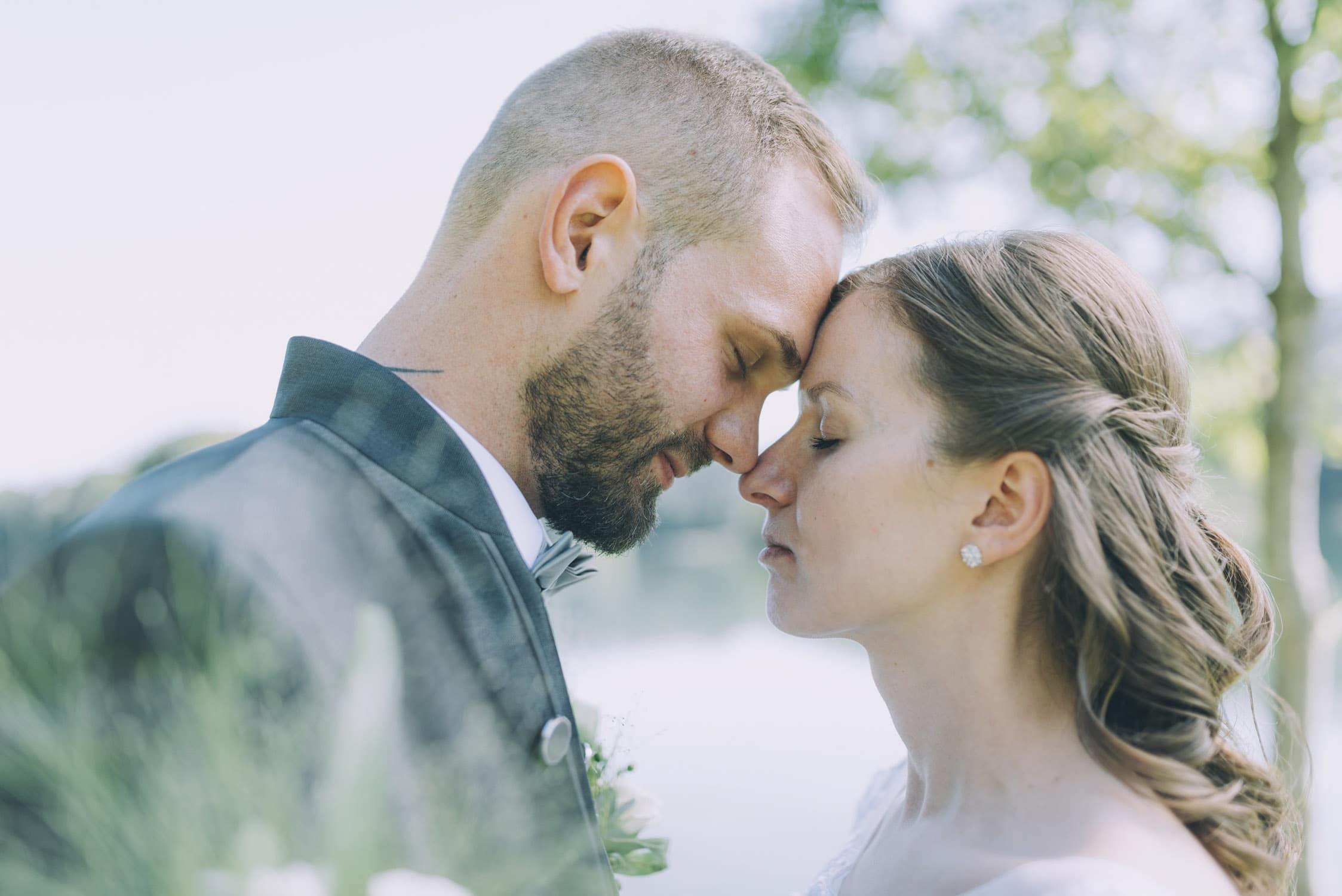 Brautpaar beim Hochzeitsshooting am Reintalersee im Tiroler Unterland