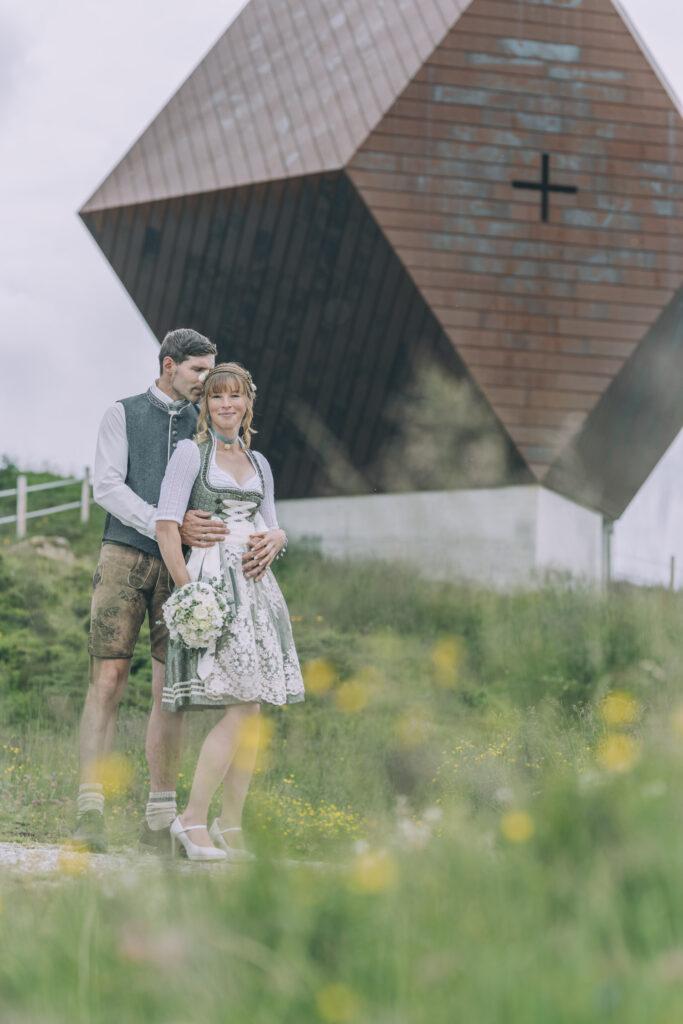 Hochzeitsshooting vor der Granatkapelle auf der Granatalm im Zillertal